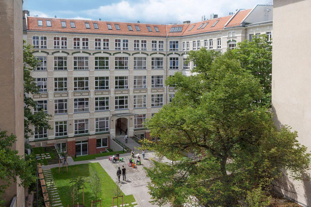 Macro-Sea-G27_courtyard
