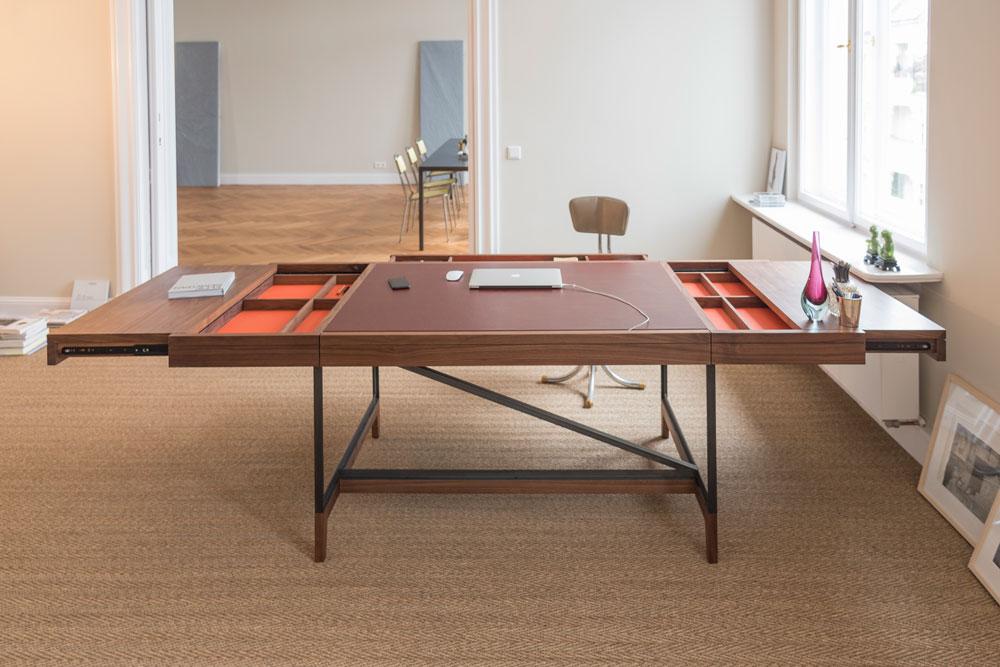 Bullenberg's series Desk