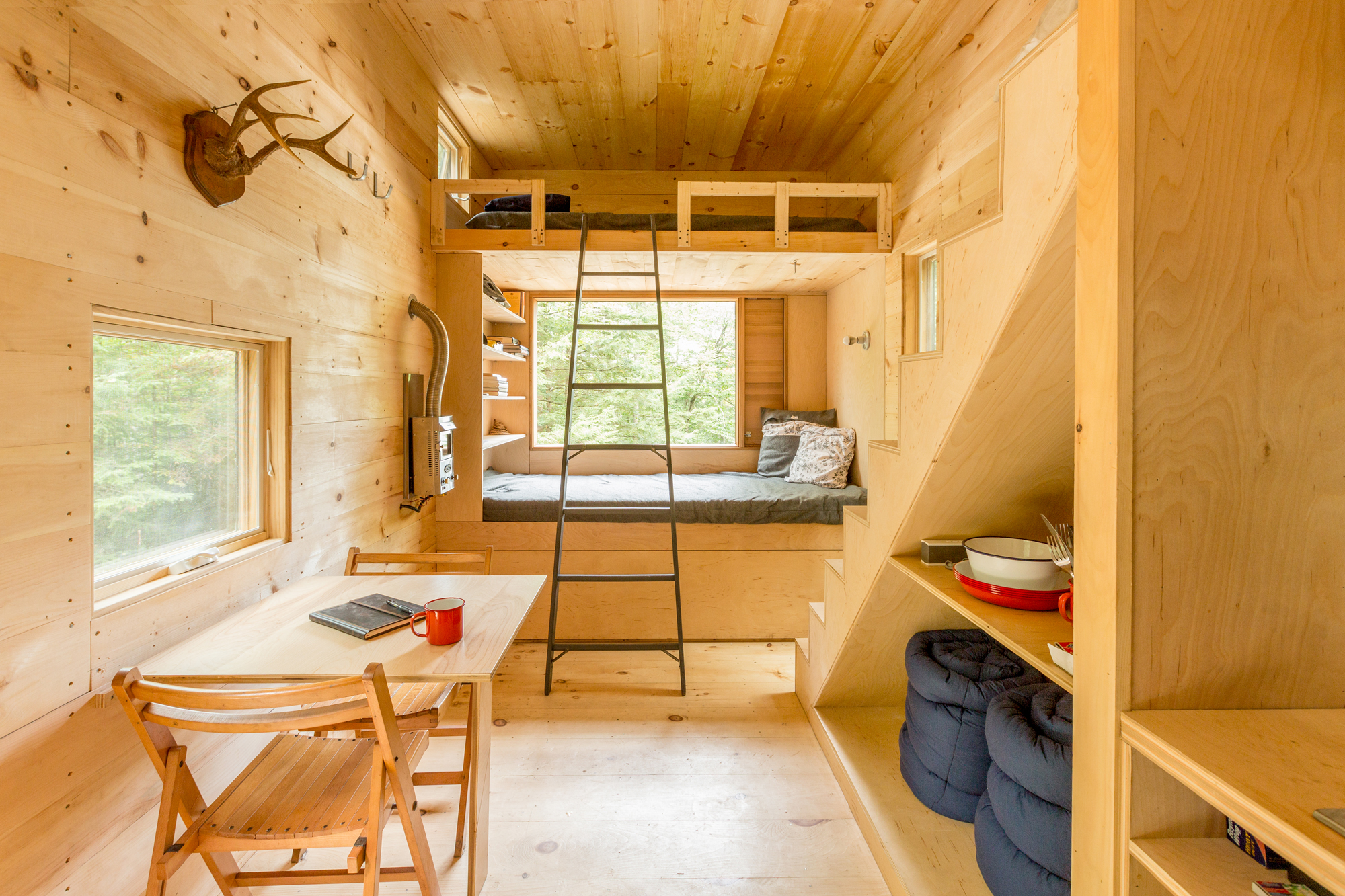 The interior of a Getaway cabin for 4 people close to Boston.