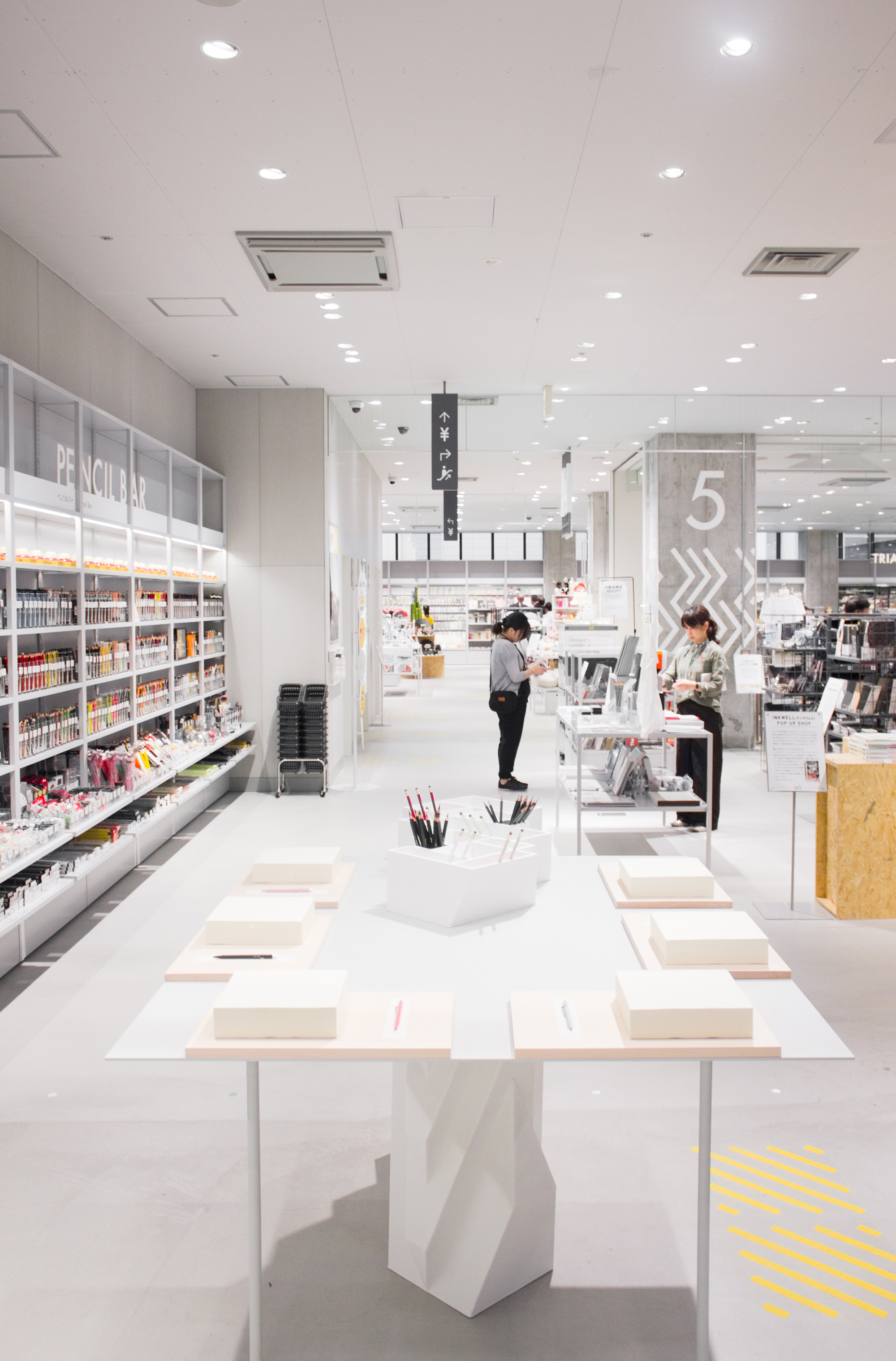 The Writing Counter, 3D printed retail furniture by DUS