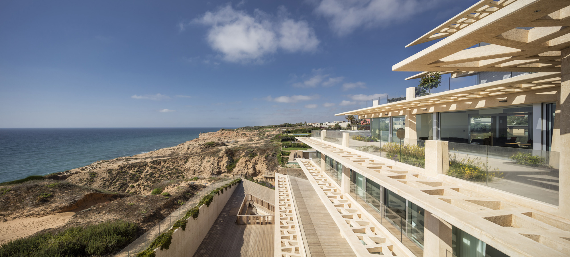 The desire to maximize sea view was a primary concern in designing this complex and challenging apartment building.